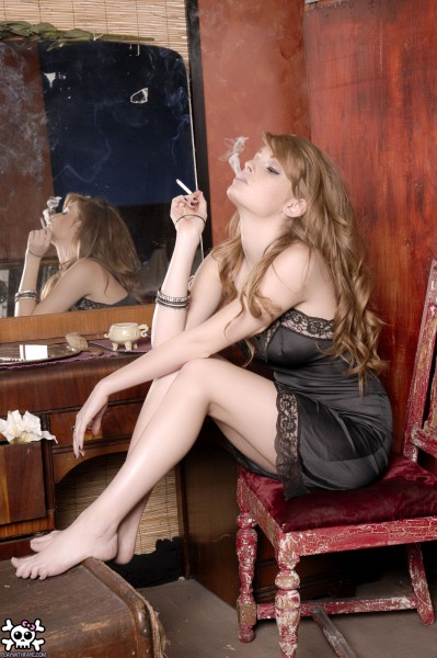 Faye Reagan Smoking